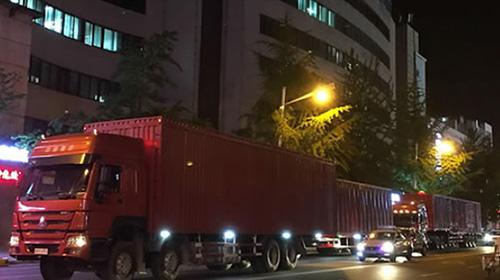 Северокорейские грузовики в китайском Даньдуне