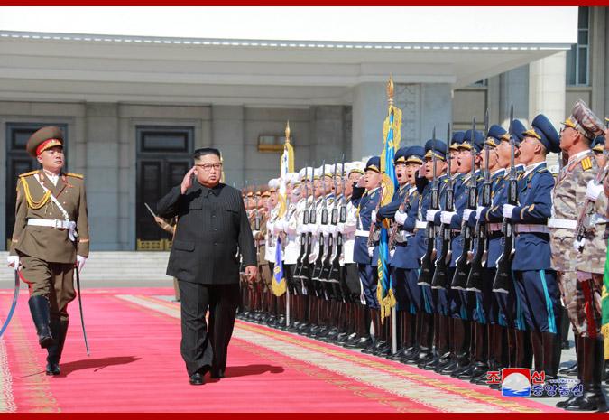 Ким Чен Ын на демонстрации и военном параде в Пхеньяне 1