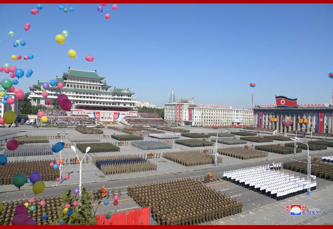 Ким Чен Ын на демонстрации и военном параде в Пхеньяне 2