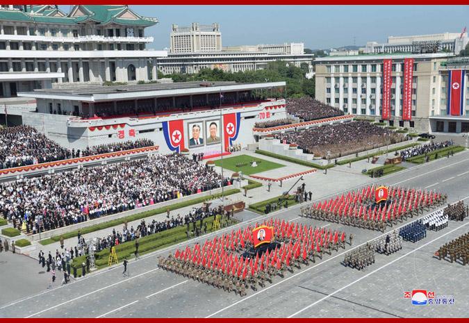 Ким Чен Ын на демонстрации и военном параде в Пхеньяне 4