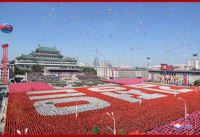 Ким Чен Ын на демонстрации и военном параде в Пхеньяне 5