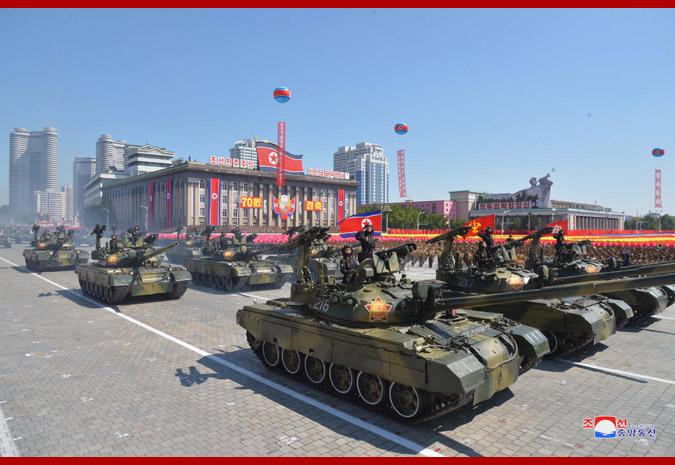 Ким Чен Ын на демонстрации и военном параде в Пхеньяне 8