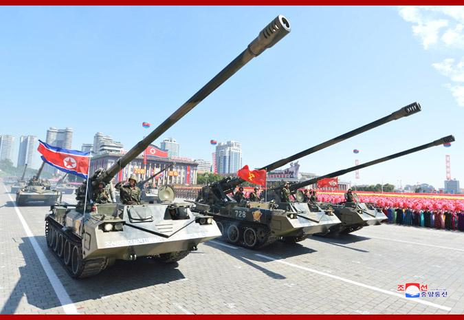 Ким Чен Ын на демонстрации и военном параде в Пхеньяне 9