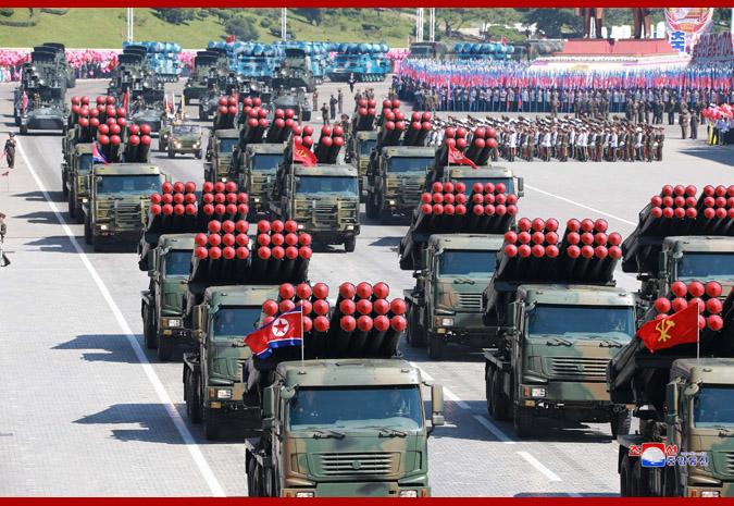Ким Чен Ын на демонстрации и военном параде в Пхеньяне 10