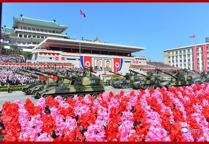 Ким Чен Ын на демонстрации и военном параде в Пхеньяне 12