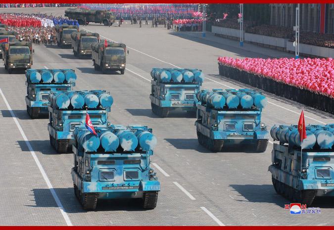 Ким Чен Ын на демонстрации и военном параде в Пхеньяне 14