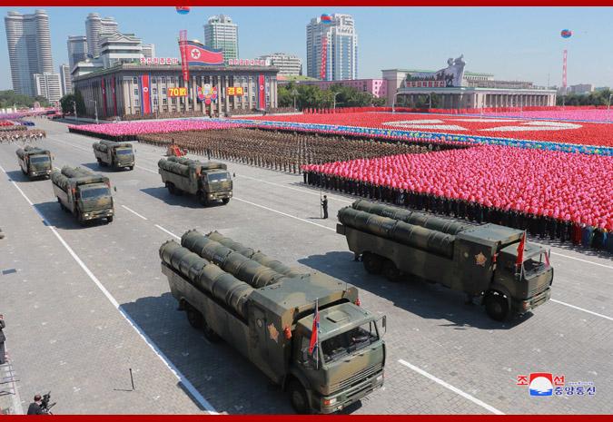 Ким Чен Ын на демонстрации и военном параде в Пхеньяне 15
