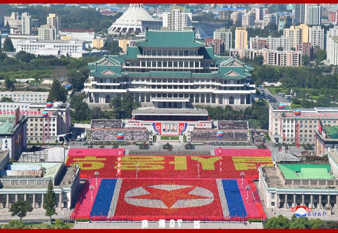 Ким Чен Ын на демонстрации и военном параде в Пхеньяне 16