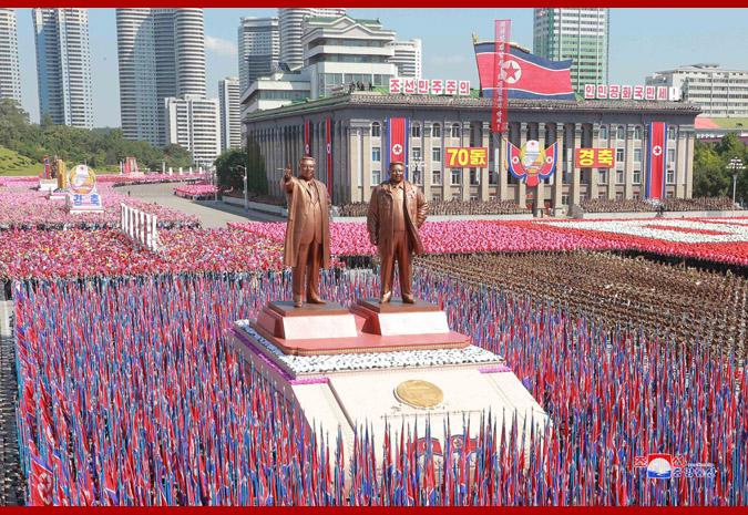 Ким Чен Ын на демонстрации и военном параде в Пхеньяне 17