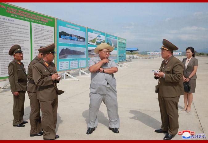 Ким Чен Ын на фабрике обработки засоленных рыбных продуктов 1