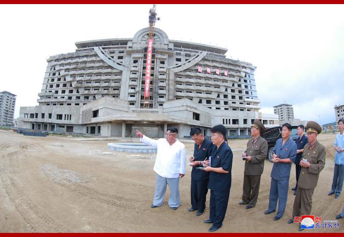 Ким Чен Ын в Кальмаском приморском туррайоне Вонсана 3