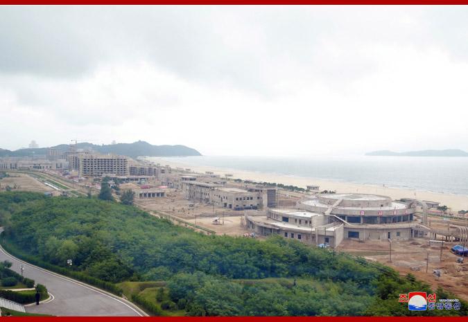 Ким Чен Ын в Кальмаском приморском туррайоне Вонсана 4