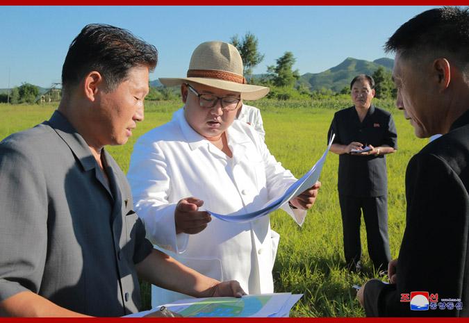 Ким Чен Ын на Онпхоской тепличной ферме 1