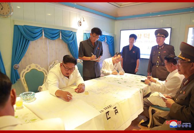 Ким Чен Ын в районе горячих источников уезда Яндок 1