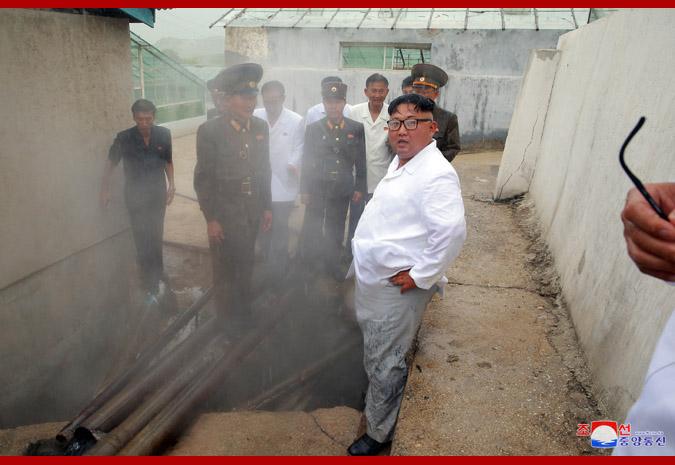 Ким Чен Ын в районе горячих источников уезда Яндок 4