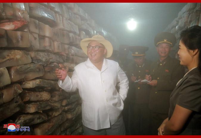 Ким Чен Ын на Самчхонской сомоводческой ферме 4