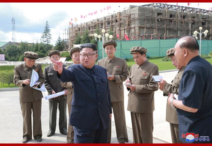 Ким Чен Ын на стройке уезда Самчжиён 1