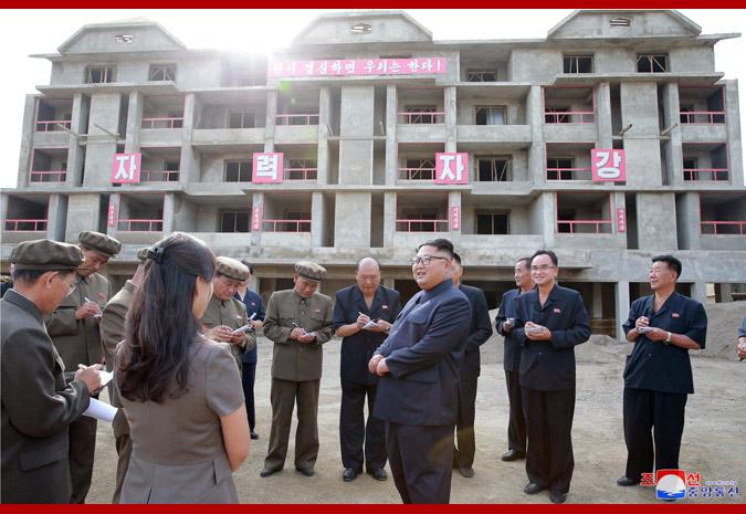 Ким Чен Ын на стройке уезда Самчжиён 3