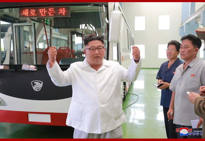 Ким Чен Ын и новый троллейбус