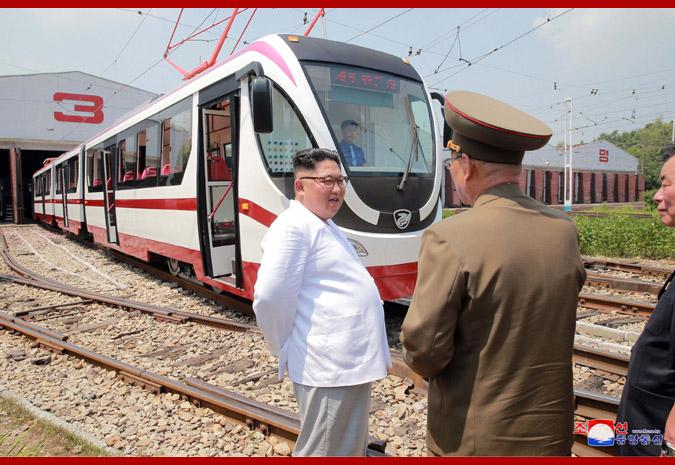 Ким Чен Ын и новый трамвай